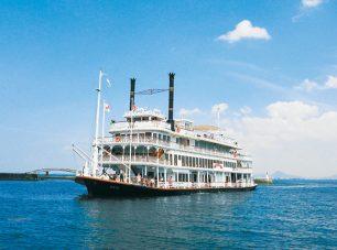 びわ湖を遊覧する外輪船ミシガン