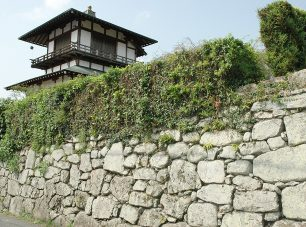 城郭のような石組みで知られる盛安寺の石垣<br/>(公社)びわこビジターズビューロー