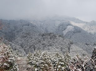 冬、夢見が丘からの山頂の眺め