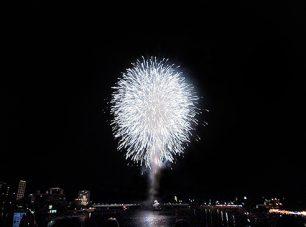 幸祭のフィナーレを飾る花火