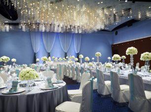 大宴会場「瑠璃」: 式典から婚礼まで様々なお集まりに。(最大収容人数 / 1000名)