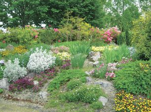 可憐な花々やハーブを植え込んだ「グラベルガーデン」。