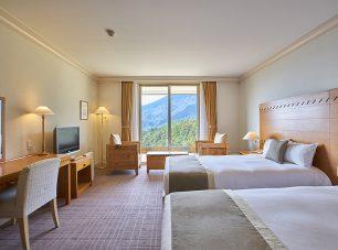 比叡山の山頂を望む落ち着いた客室
