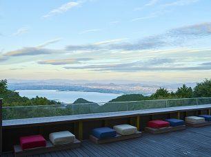びわ湖の絶景を望む天空のカフェ