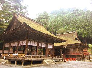 西本宮をはじめ境内には多くの国宝、重要文化財が点在