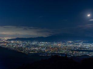 大阪の夜景も望むことができます